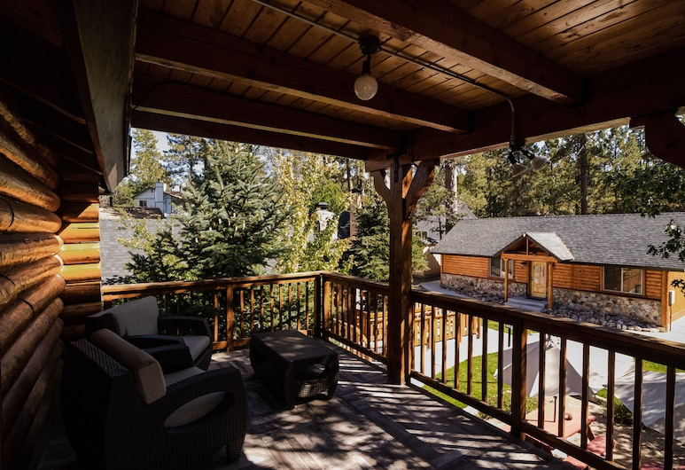 安柏斯旅舍與小屋, 大熊湖, 公寓, 2 間臥室, 獨立浴室 (Log Cabin), 陽台
