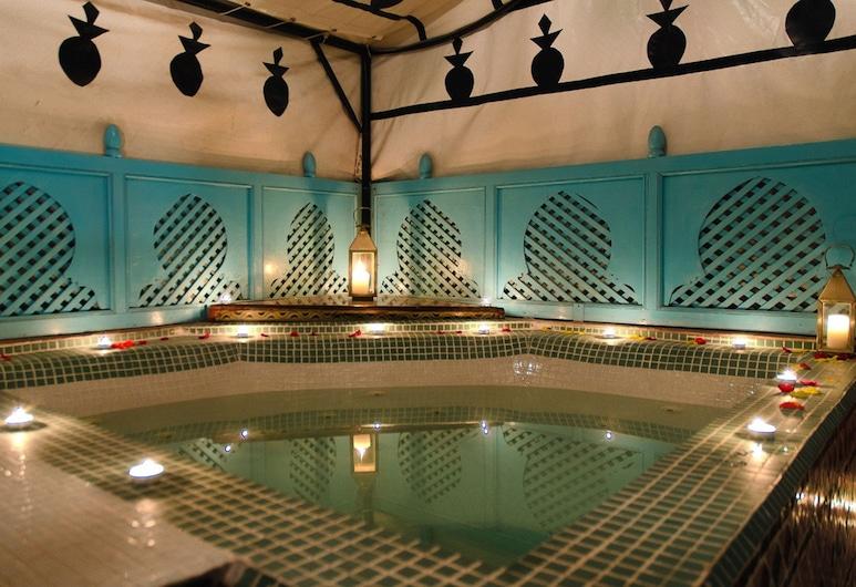 Riad Hikaya, Marrakech, Outdoor Spa Tub