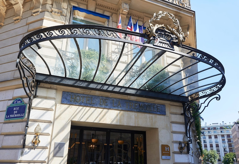 Hôtel de la Trémoille, Paris, Hotel Entrance