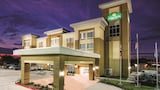 Choose This Business Hotel in Victoria -  - Online Room Reservations