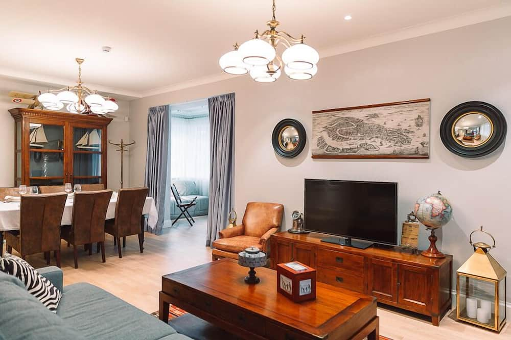 Apartment, 1 Bedroom (with balcony) - Living Room