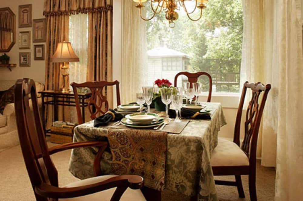 Suite, 2 Bedrooms (Eaton Square) - In-Room Dining