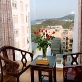 Phòng Senior, Quang cảnh một góc biển - Khu phòng khách