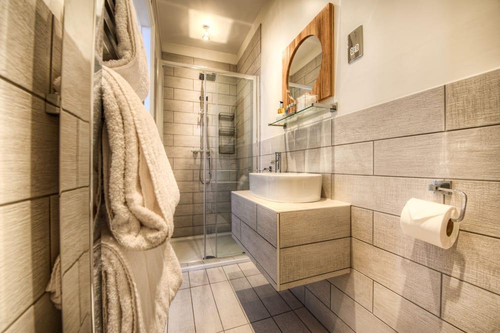 Улучшенный номер (Shower only) - Ванная комната