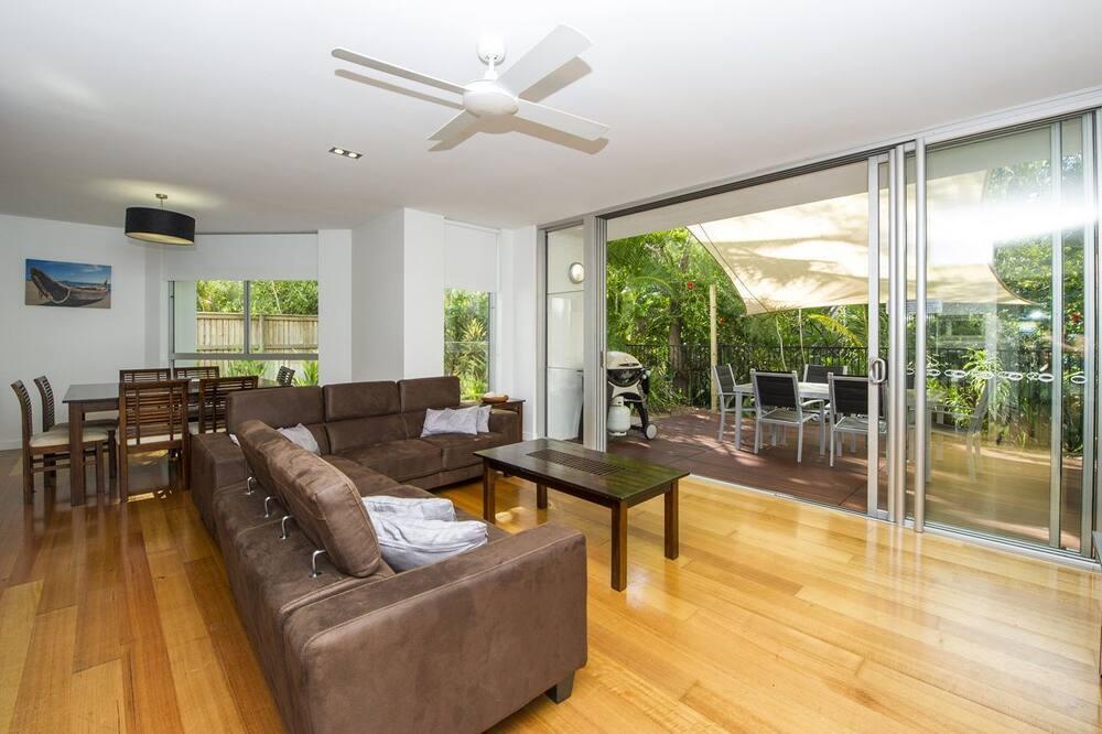 Comfort Apartment, 3 Bedrooms, Garden View, Beachfront - Living Area