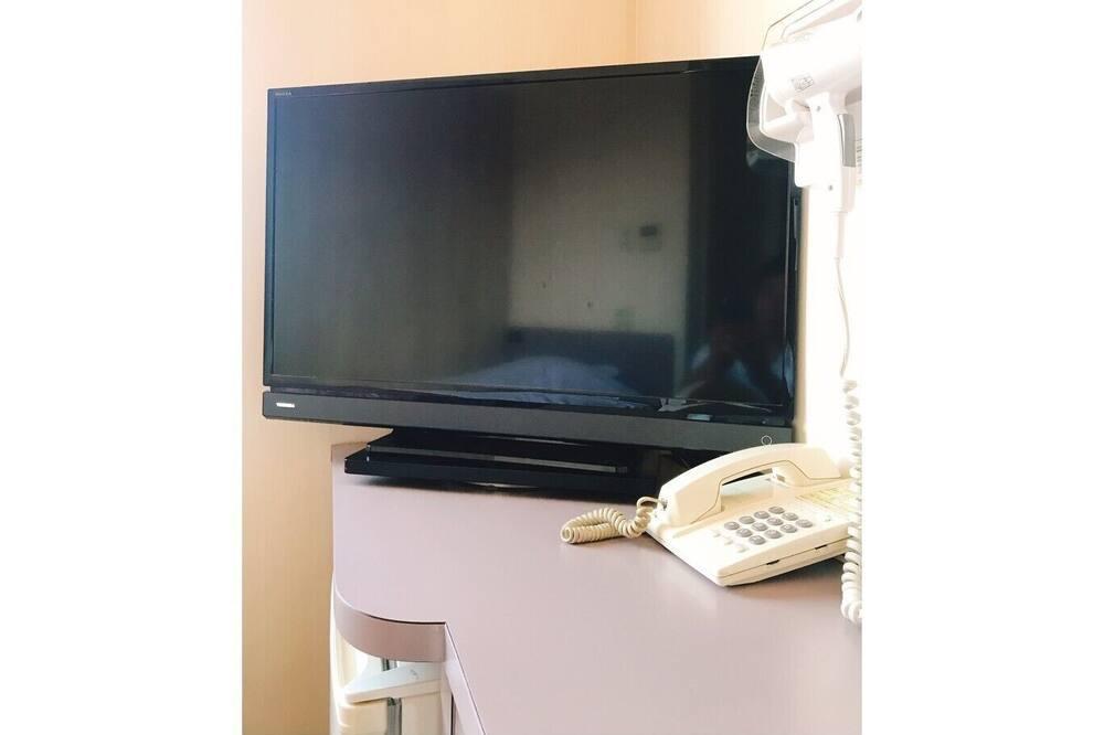 Habitación triple, para fumadores (No Breakfast Provided on Mondays) - Televisión