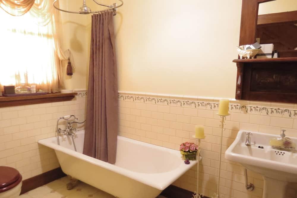 1870s  Queen Room - Bathroom