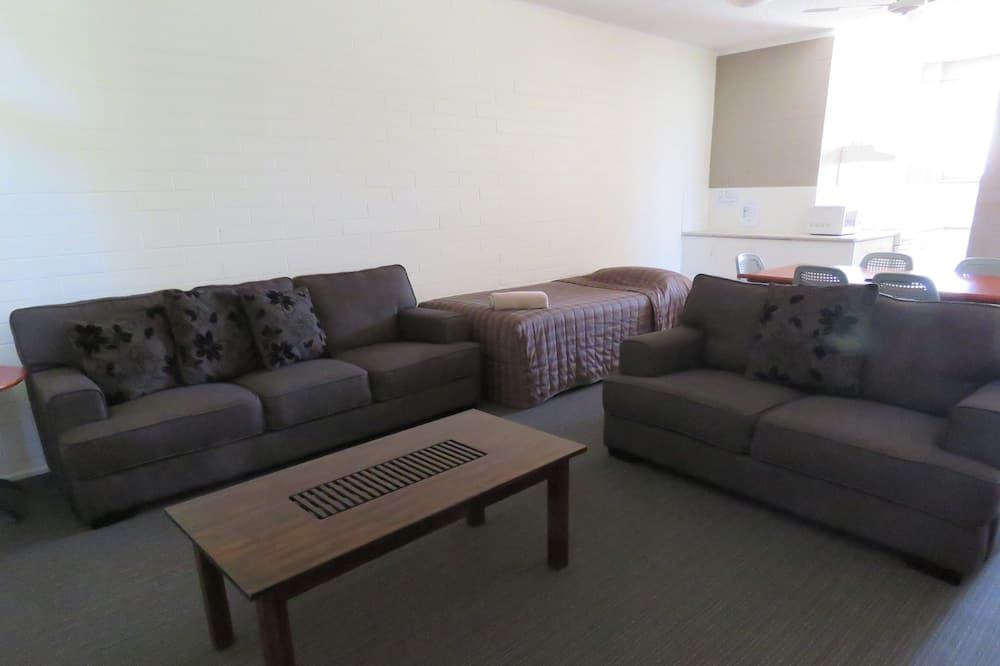 Unserviced Apartment 2Q & 1KS - Living Area