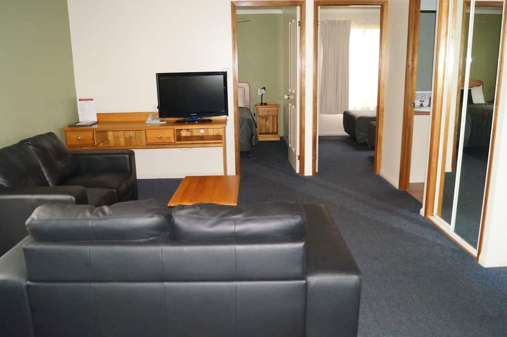 Premium Room, Non Smoking, Kitchenette (2 Bedroom Self - Contained) - Living Area