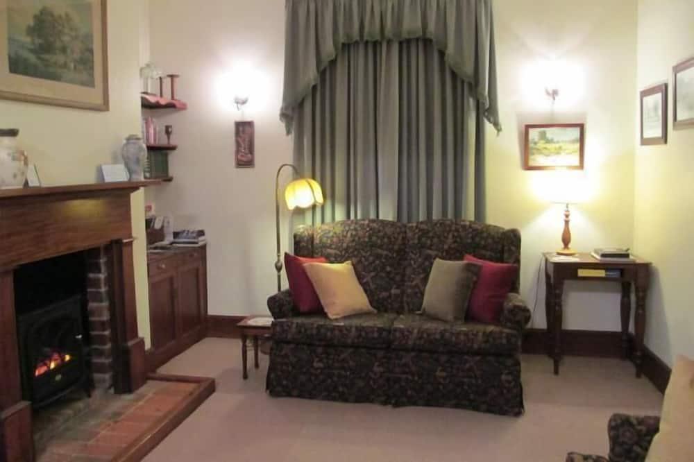 Suite Standard, 2 camere da letto, non fumatori, cucina (Cottage on Gunning) - Area soggiorno