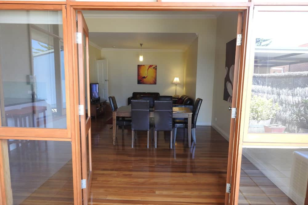 A Secret Garden Escape - 2 Bedroom Apartment - In-Room Dining