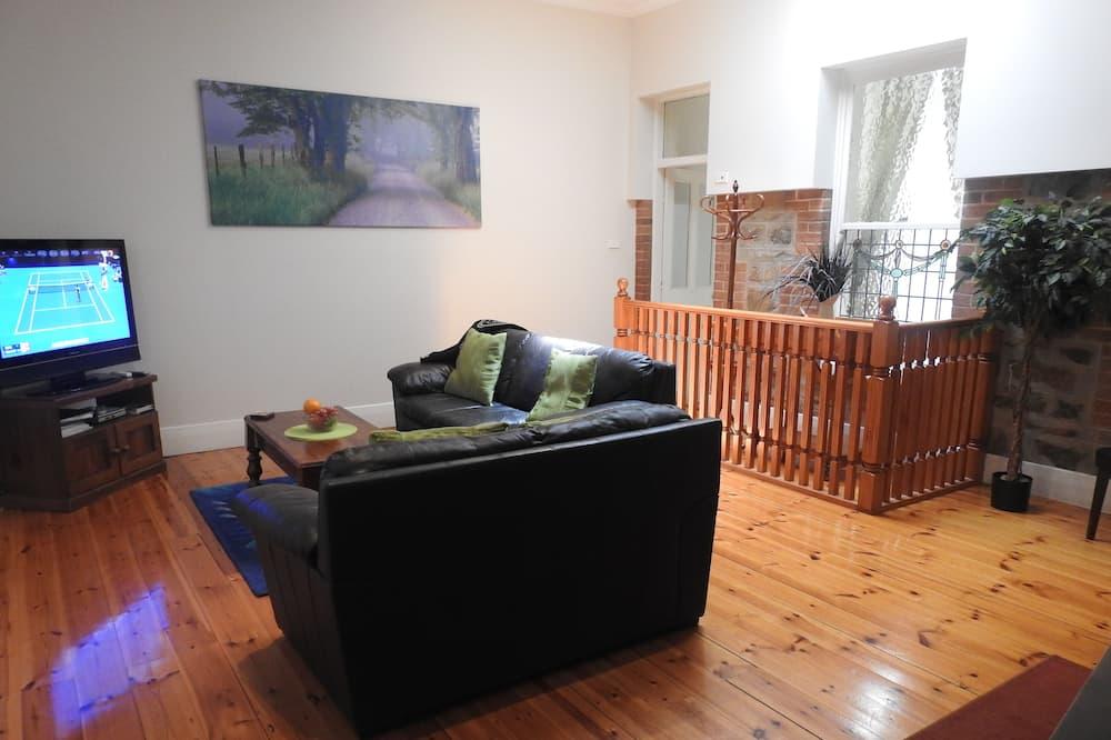 Barossa Best Escape - 2 Bedroom Apartment - Living Area