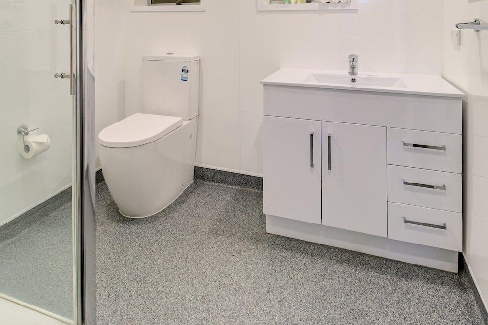 Standard stúdió, nemdohányzó, konyharész (Ground Floor Studio) - Zuhanyozó a fürdőszobában