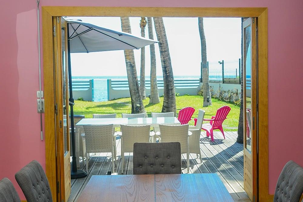 Villa, 4 Bedrooms, Beachfront - In-Room Dining