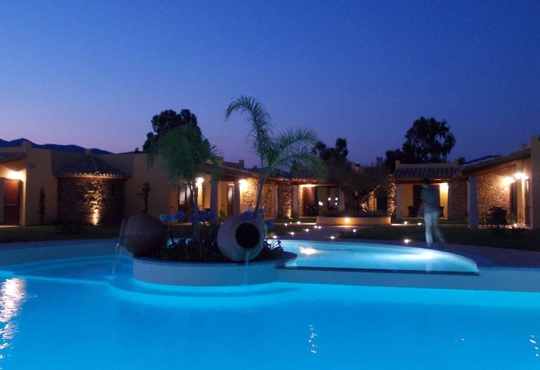 Hotel Le Anfore, Вилласимиус, Открытый бассейн