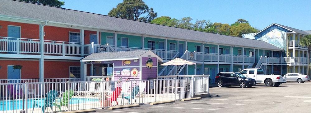 Drifters Reef Hotel Carolina Beach Property Grounds