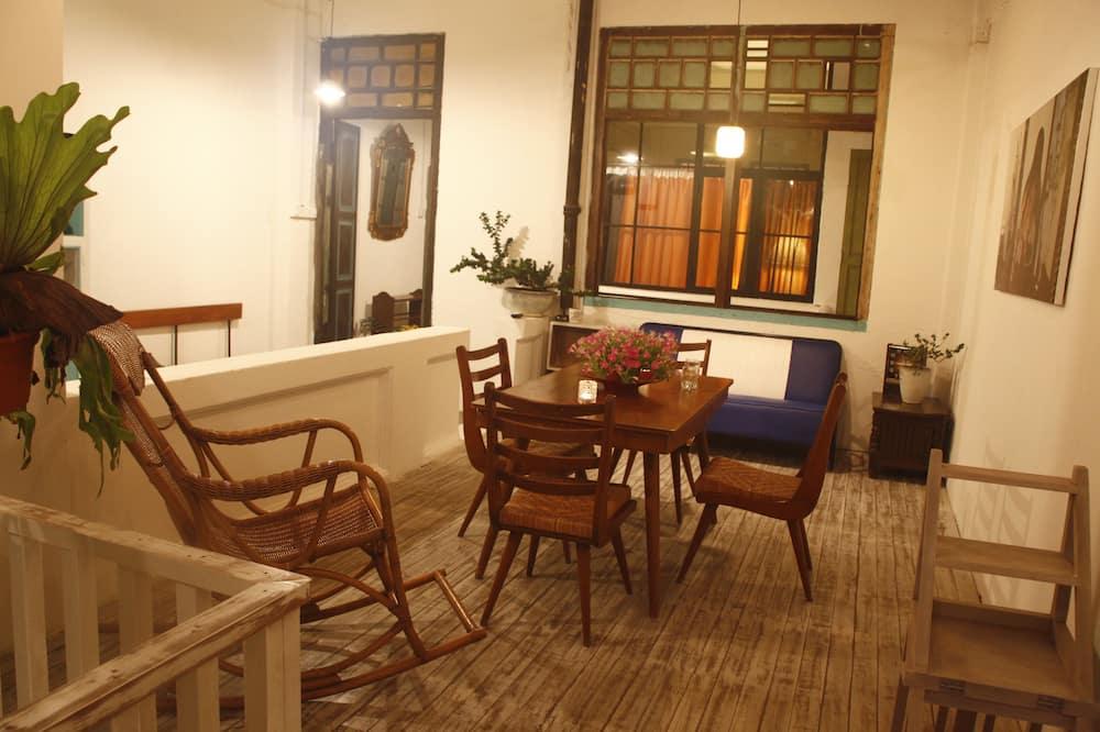 Comfort-Loft, Kühlschrank und Mikrowelle - Wohnbereich