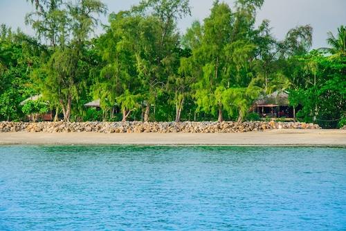 俊穆海灘別墅酒店