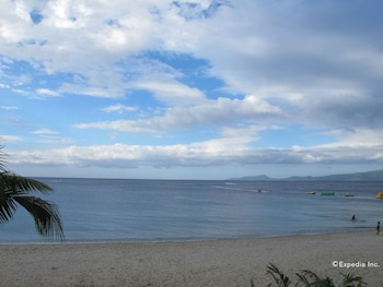 Picture of White Beach Hotel Bar and Restaurant in Puerto Galera