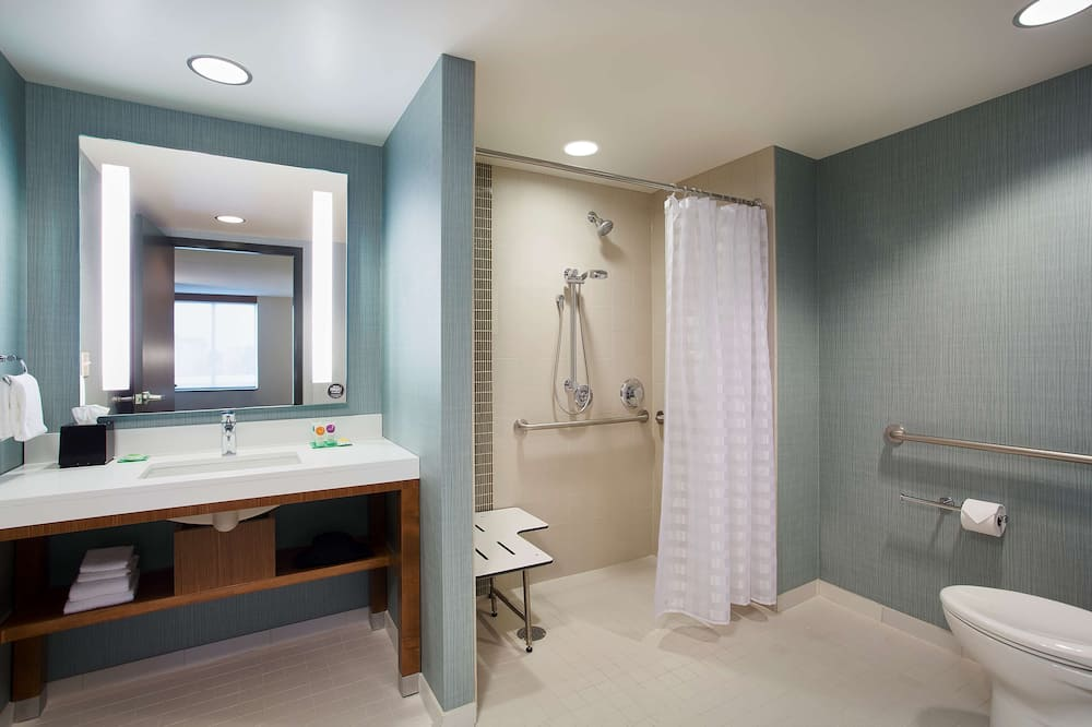 Room, 1 King Bed, Accessible (Shower) - Bathroom