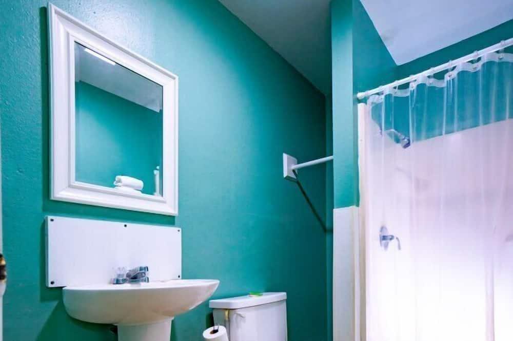 חדר אקונומי, מיטה זוגית - חדר רחצה