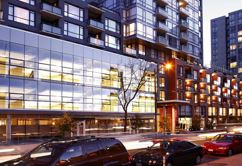 LEVEL Furnished Living Yaletown Seymour, Vancouver, Front of property - evening