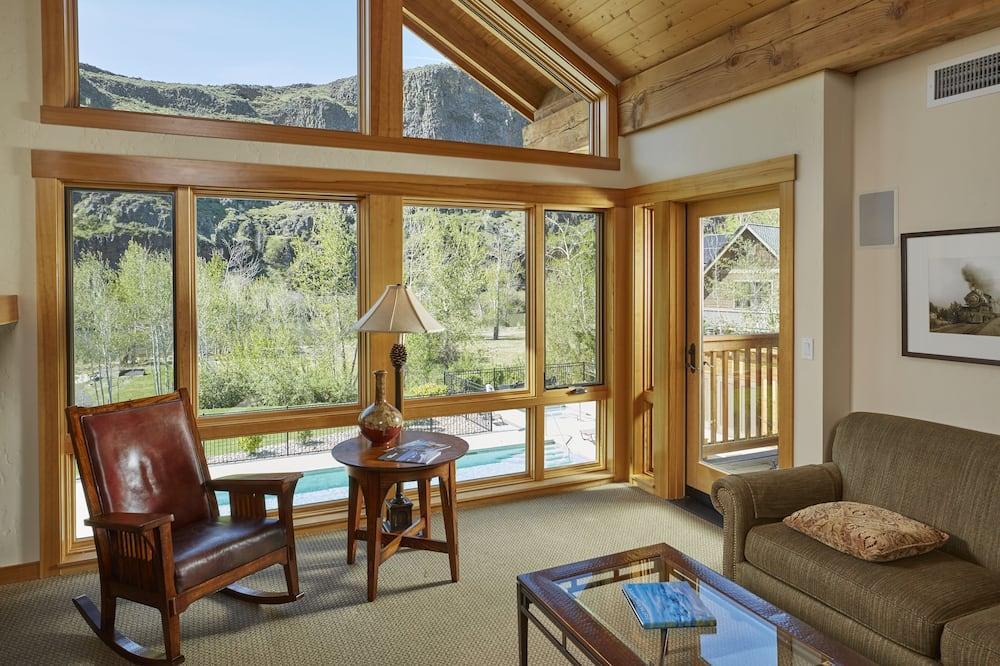 Luxury korter, 2 magamistoaga, basseini kasutamise võimalusega, vaade jõele (Hot tub access) - Lõõgastumisala