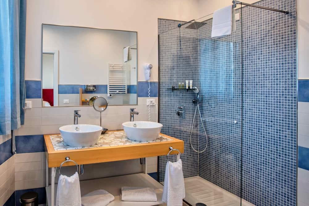 Classic Double Room, 1 Queen Bed, Sea View (accessibile solo tramite scale) - Bathroom