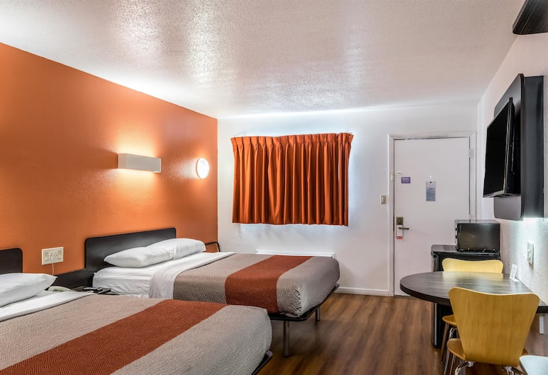 Motel 6 Florence KY, Florence, Standard Room, 2 Queen Beds, Non Smoking, Guest Room