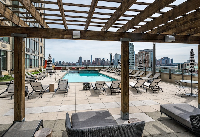 Global Luxury Suites Downtown Jersey City, Jersey City, Outdoor Pool