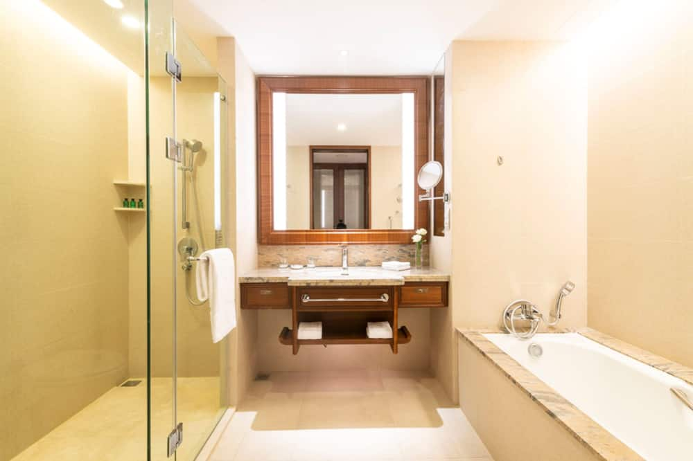 Deluxe Room, 1 King Bed, River View - Bathroom