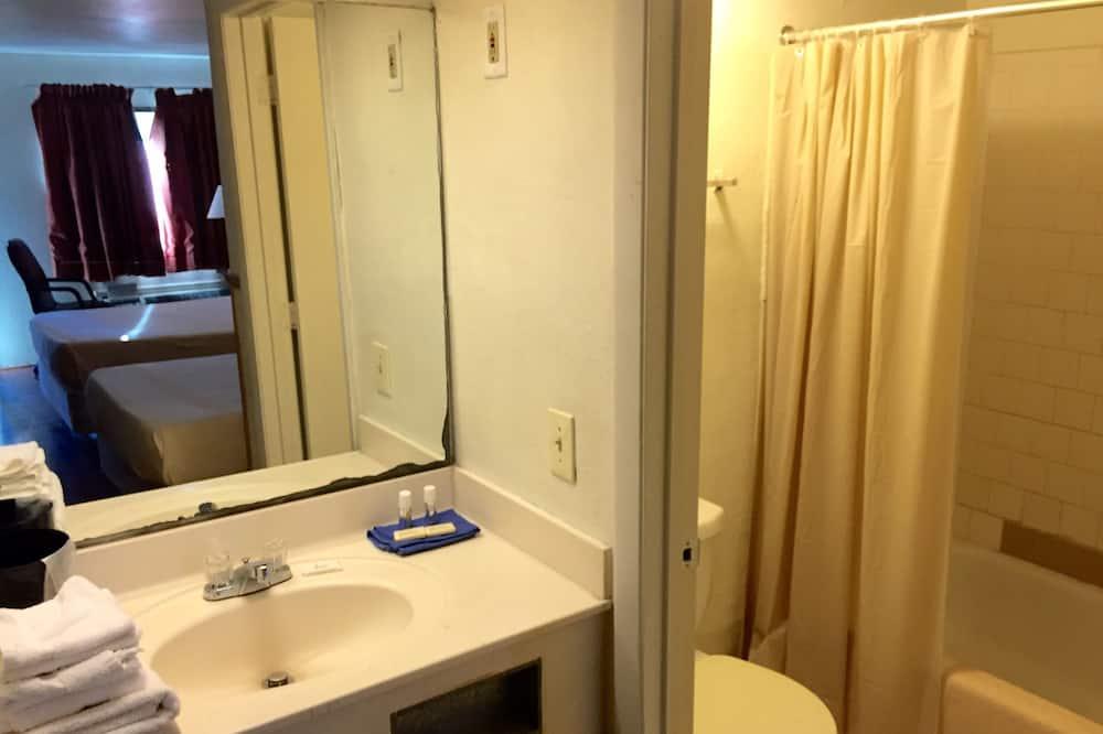 Chambre Double Économique, 2 lits doubles, non-fumeurs - Salle de bain