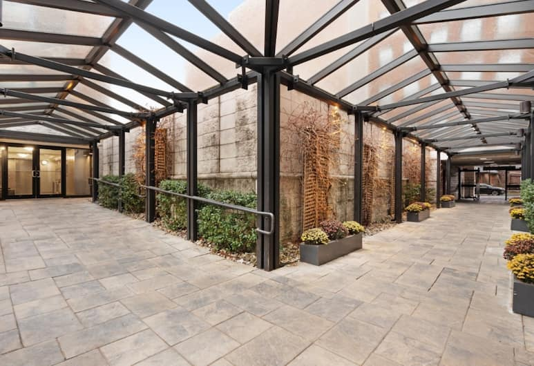 Global Luxury Suites at Monroe, Morristown, Property entrance