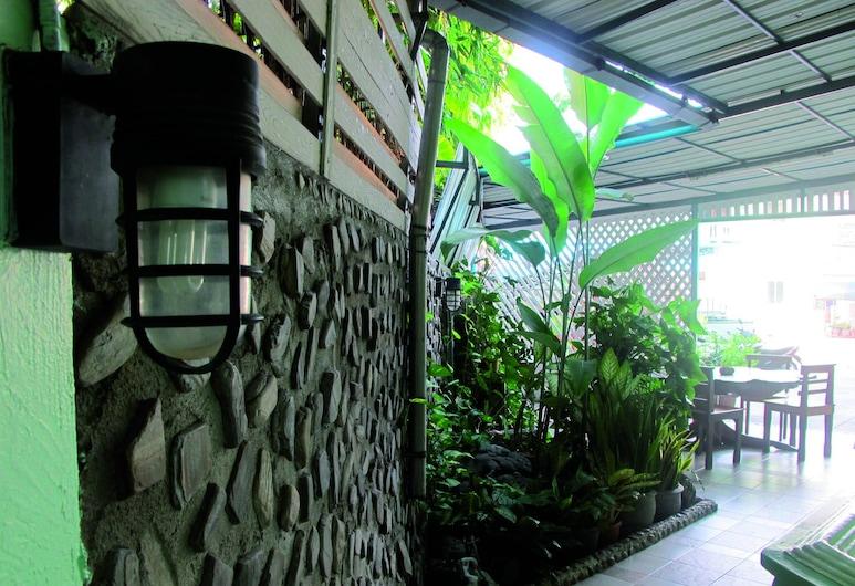 OYO 1068 Nn Apartment, Pattaya, Property Grounds