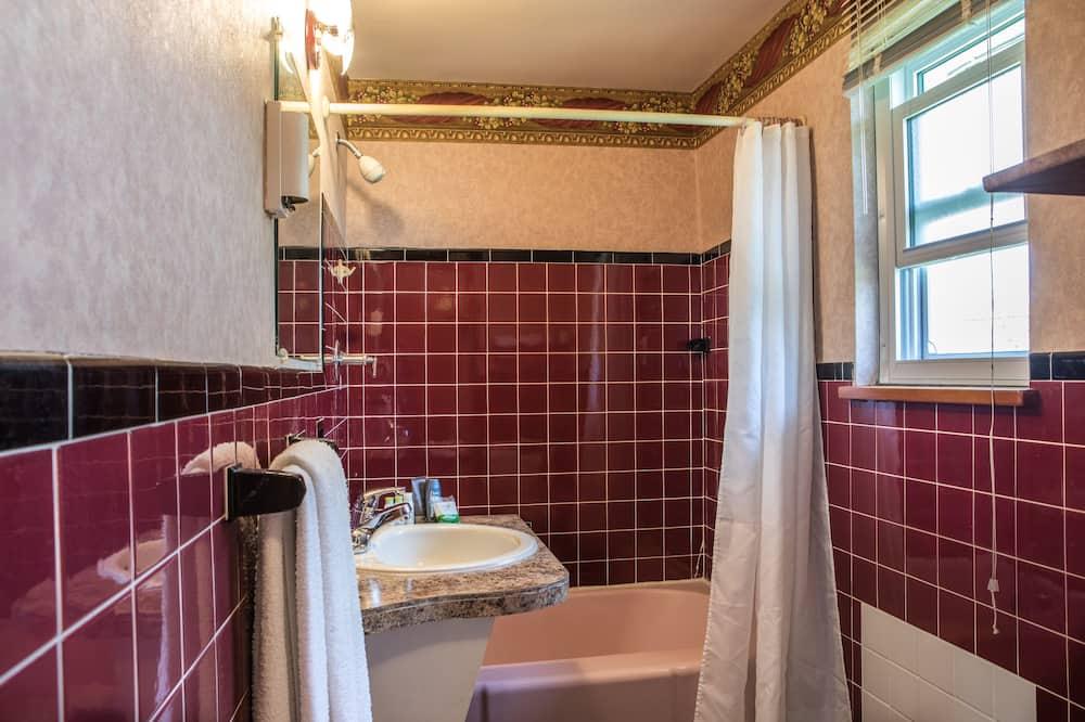 ห้องทราดิชันนัล, เตียงควีนไซส์ 1 เตียง - ห้องน้ำ