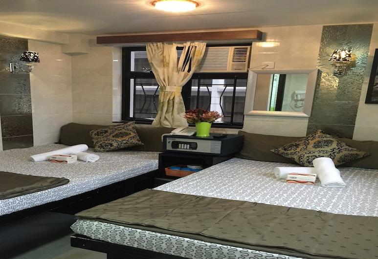 Hotel Skycity, Kowloon, Standard Quadruple Room, Guest Room