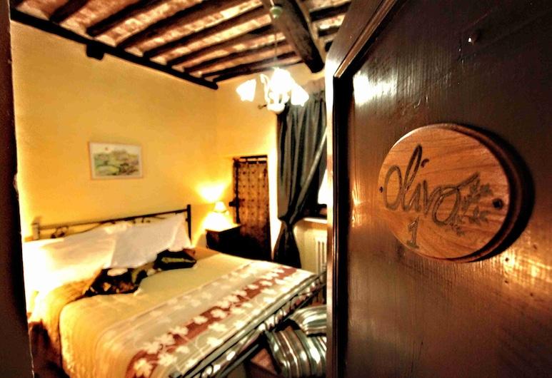 Idolina Guest House, Montalcino, Habitación doble económica, 1 cama doble, baño privado, Habitación