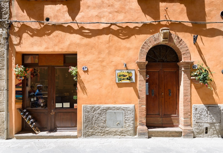Idolina Guest House, Montalcino, Hotel Front
