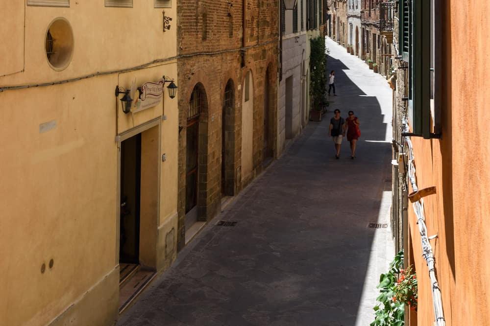 Dreibettzimmer - Blick auf die Straße