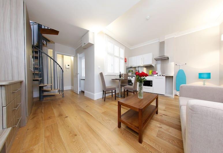 Apartments Inn London Lancaster, London, Superior Double Room, Living Area