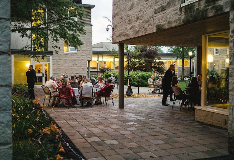 Donald Gordon Hotel and Conference Centre, Kingston, Courtyard