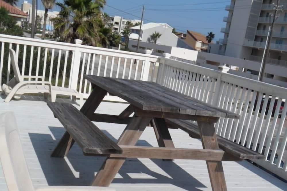 House, 4 Bedrooms, Balcony, Beachside (Southmost Retreat) - Terrace/Patio