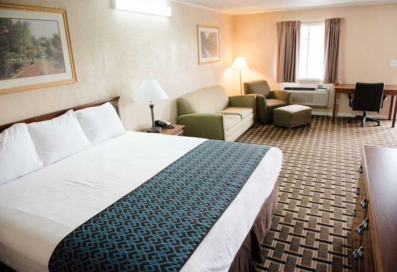 Grand View Plaza Inn & Suites, Junction City, Deluxe Suite, 1 King Bed, Refrigerator & Microwave, Guest Room