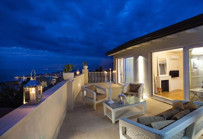 La Malandrina Apartments & Suites, Taormina, Kattohuoneisto, Terassi, Merinäköala, Näkymä huoneesta