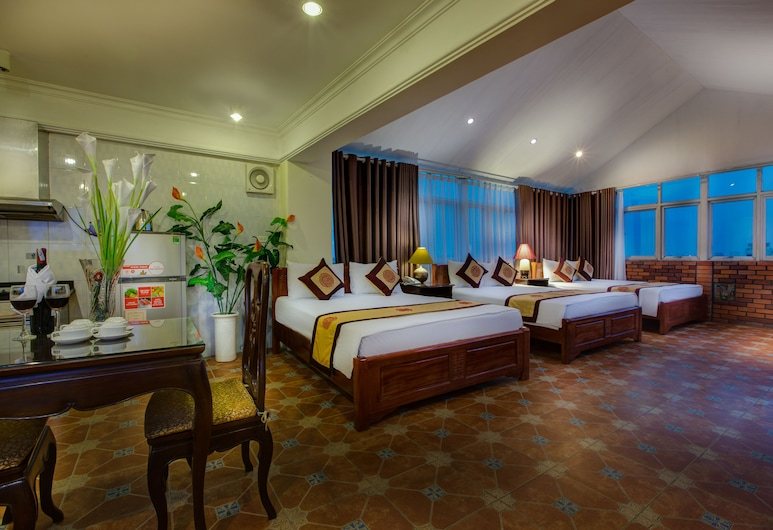 Hanoi Little Town Hotel, Hanoi, Family Suite (3 double beds), Guest Room