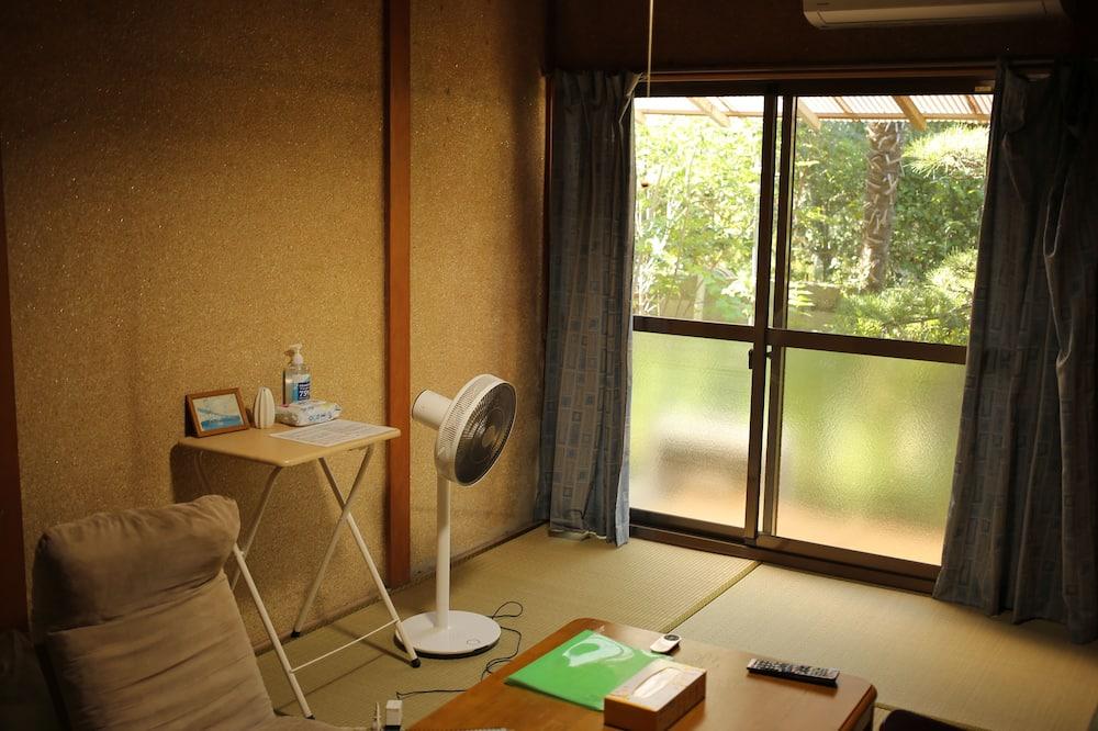 חדר בייסיק, ללא עישון - סלון