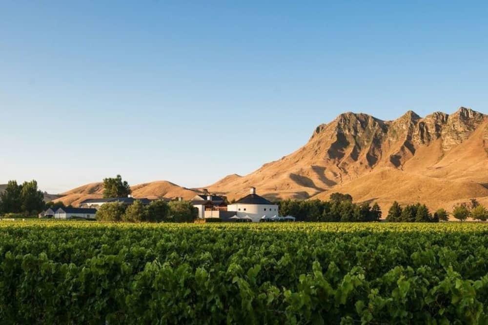 Craggy Range Luxury Vineyard Retreat