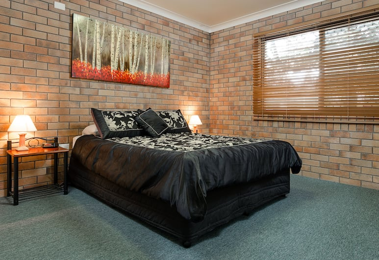 MAS Country Jackie Howe Motel, Warwick, 3 Bedroom Unit - 1 queen and 4 single, Guest Room