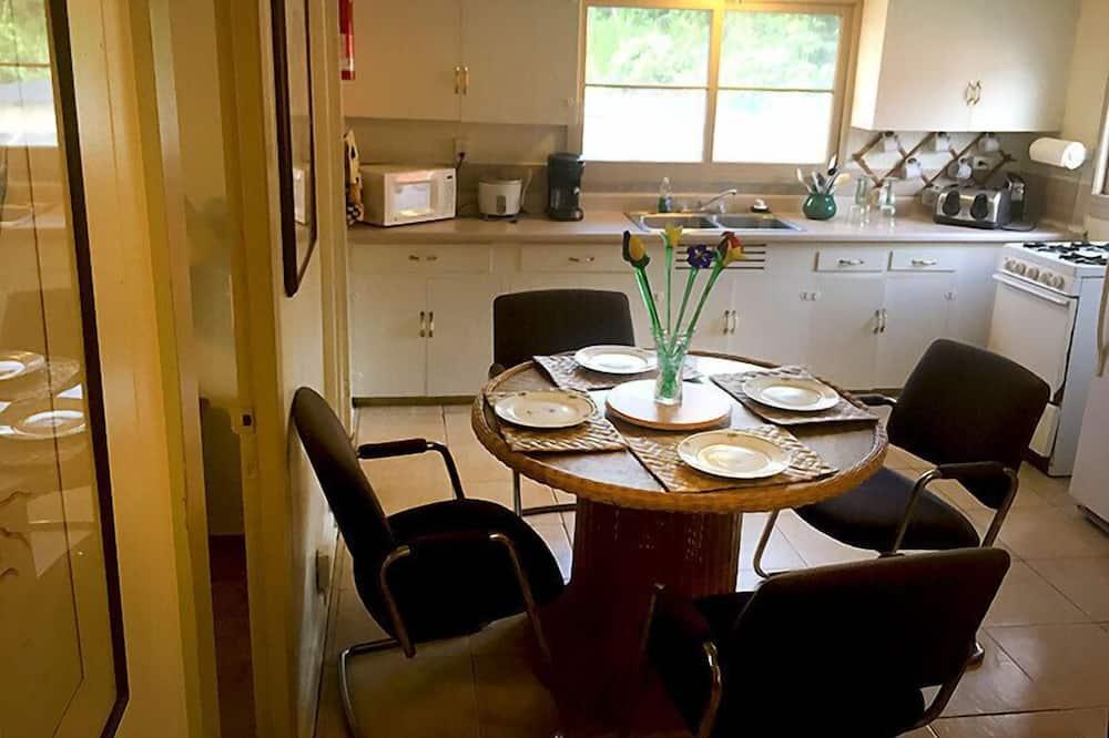 家庭雙人房單人入住, 2 間臥室 - 客房餐飲服務