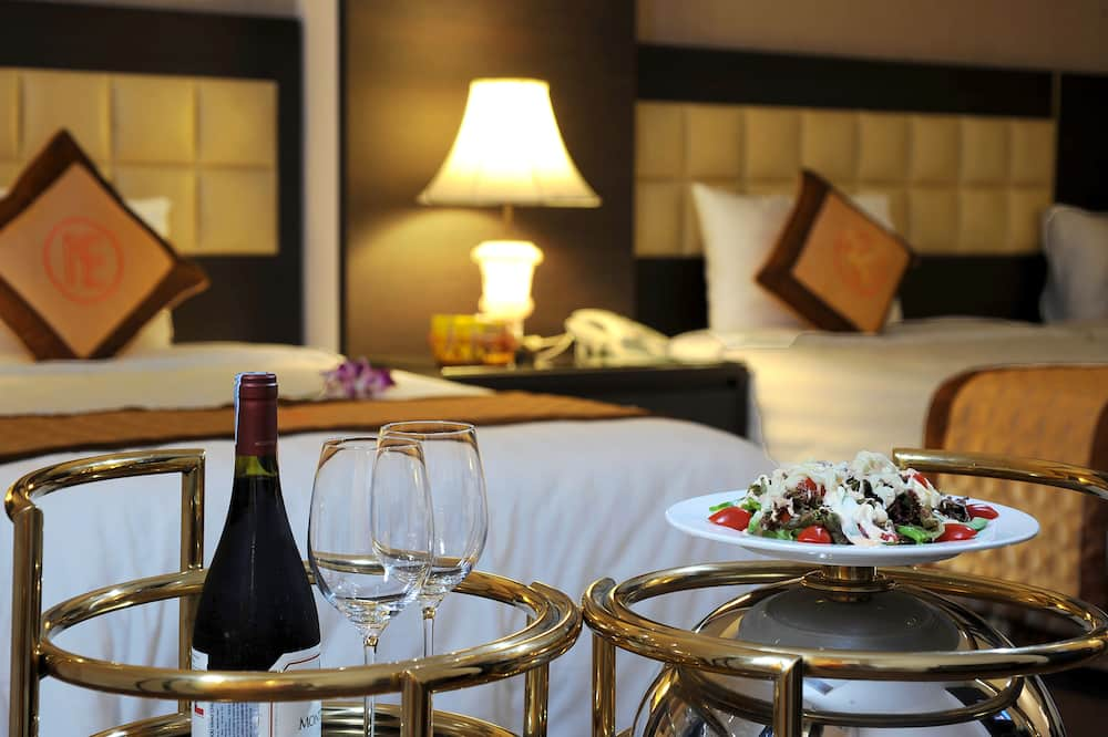 Deluxe Double Room Single Use, Courtyard View - In-Room Dining